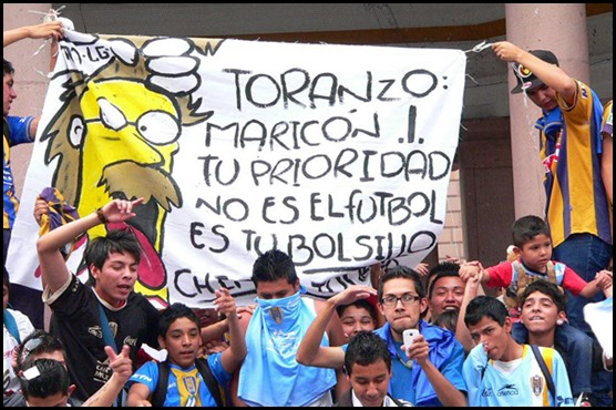 Barra del fútbol protesta contra Toranzo