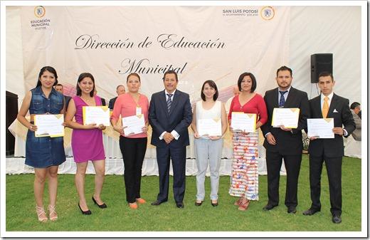 LIC RGJ EN LA ENTREGA DE PREMIO EDUCACION MPAL 4