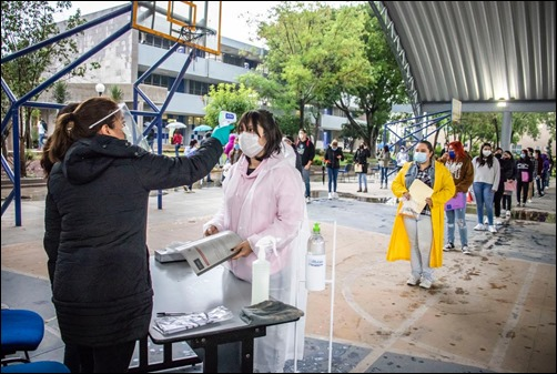 Sin incidentes, ni contratiempos, la Universidad Autónoma de San Luis Potosí inició este lunes el proceso de examen de admisión (4)